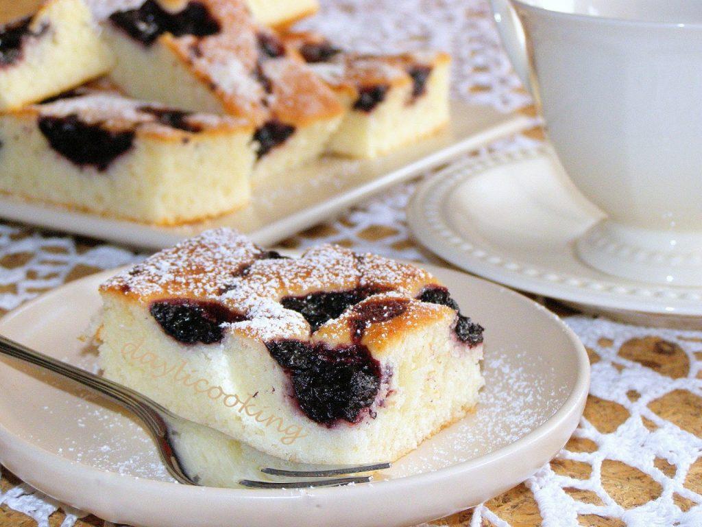 prosty przepis na ciasto jogurtowe, jak upiec ciasto z owocami, daylicooking