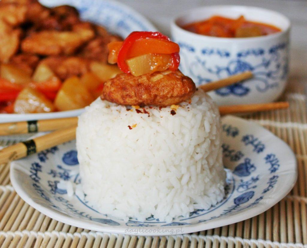 Przepis na kurczaka w cieście naleśnikowym i sos słodko-kwaśny z ananasem i papryką
