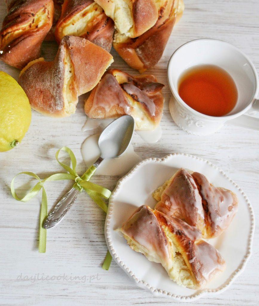 Potrójnie cytrynowe drożdżówki z serem