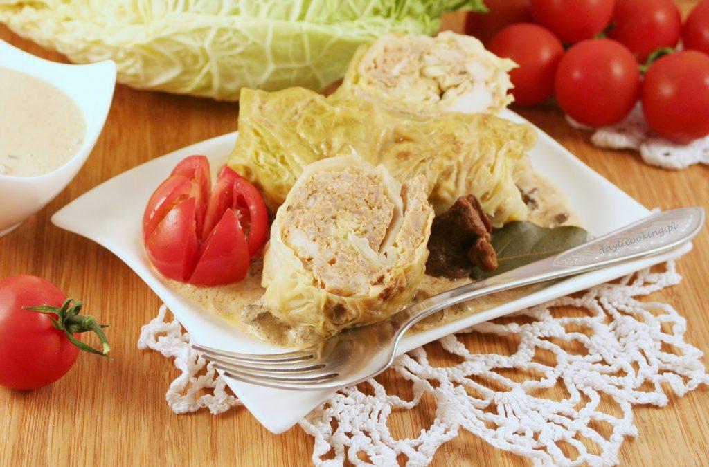Gołąbki z włoskiej kapusty z wieprzowiny i kurczaka z dodatkiem brązowego ryżu