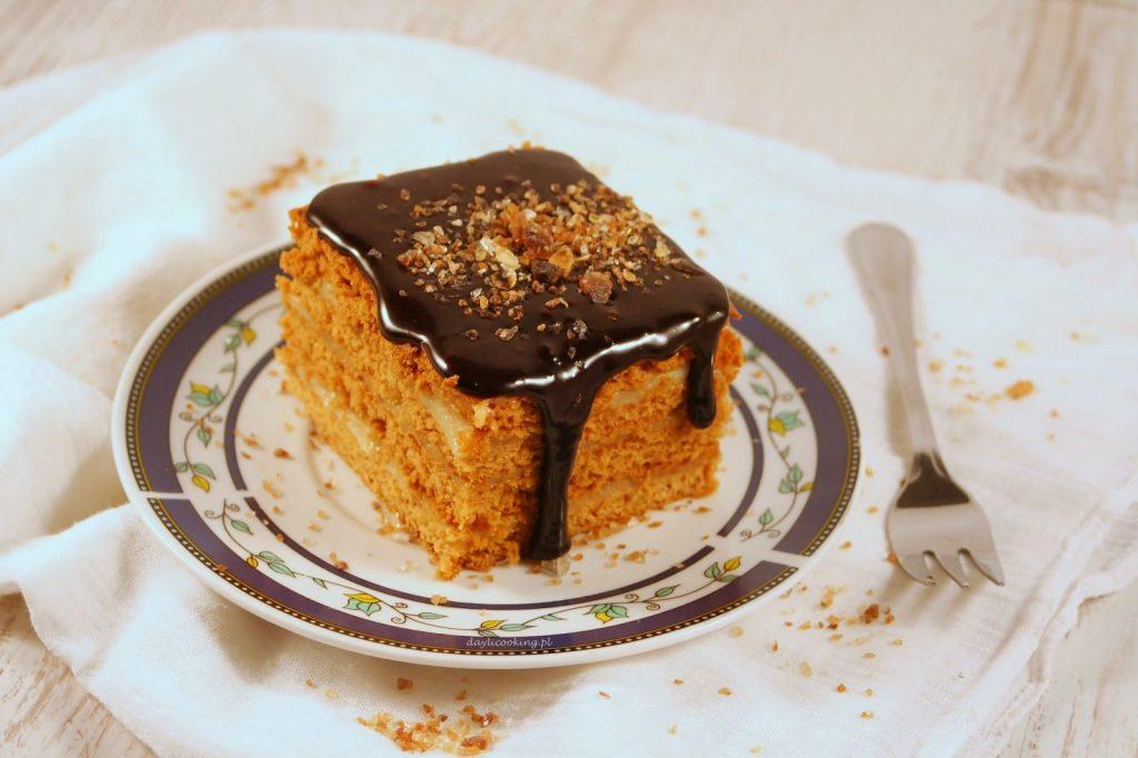 Przepis na waniliowy miodownik - kruche miodowe ciasto z kremem budyniowym