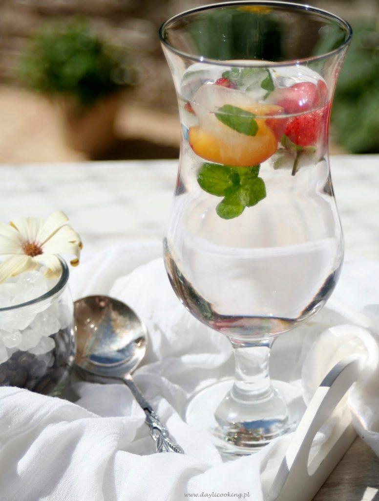napój owocowo ziołowy