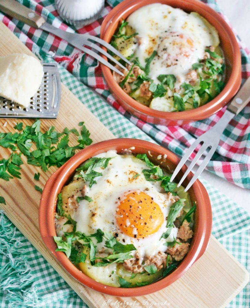 Przepis na zapiekankę ziemniaczaną z tuńczykiem i jajkiem