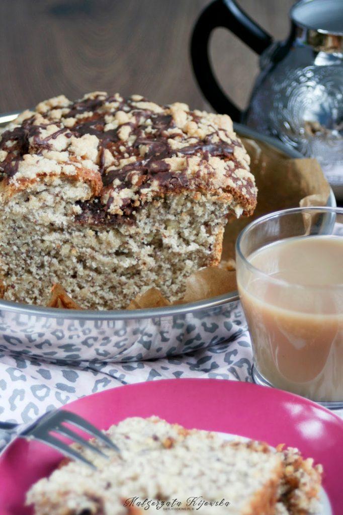 Ciasto drożdżowe z orzechami laskowymi