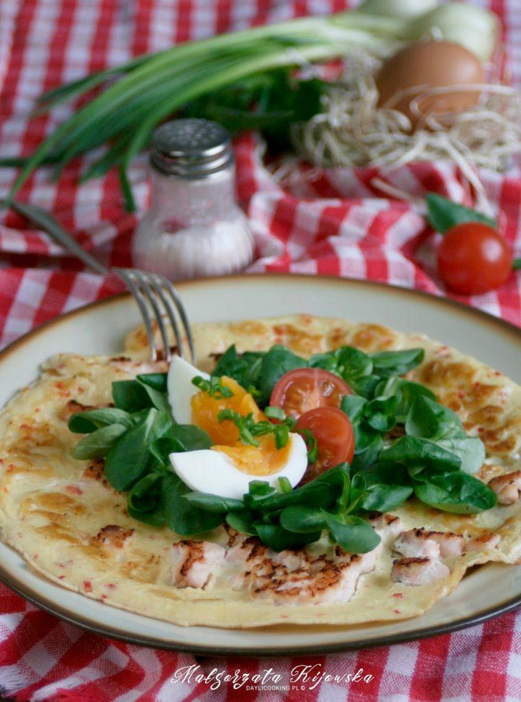 omlet z rybą i rukolą, śniadanie na ciepło, gorąca kolacja