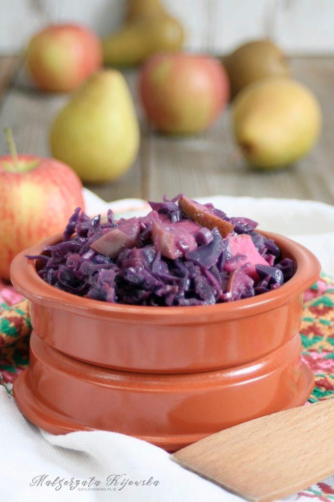 Modra kapusta duszona z jabłkami i gruszkami - przepis