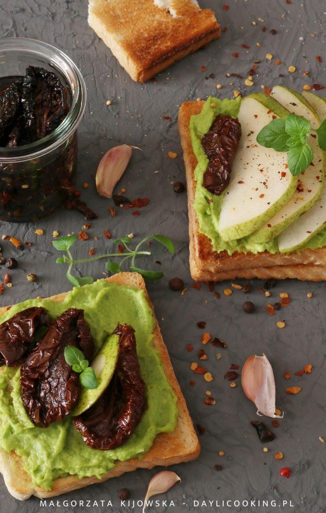 z czym zrobić tosty, jak się robi pastę z awokado, awokado na kanapki, przepis na awokado, przepis na proste śniadanie z awokado, łatwy przepis, łatwe przepisy na awokado, daylicooking