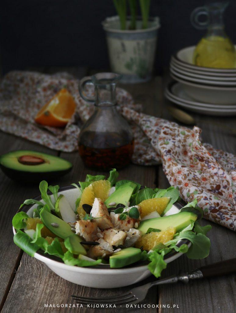 lekkie sałatki do pracy, cytrusowe sałatki, przekąska z owocami, sałatka z cytrusami, lekkostrawne posiłki, co zabrać do pracy na lunch, daylicooking, pieczony kurczak z owocami