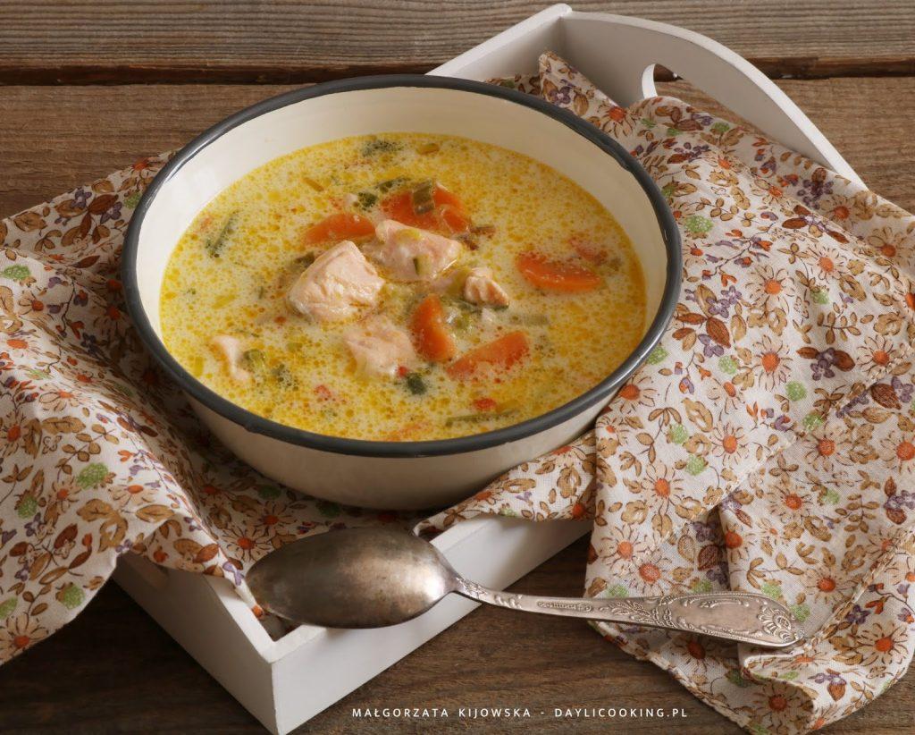 błyskawiczna zupa rybna, przepis na zupę rybną z łososia, jak ugotować zupę z łososiem, obiad, daylicooking