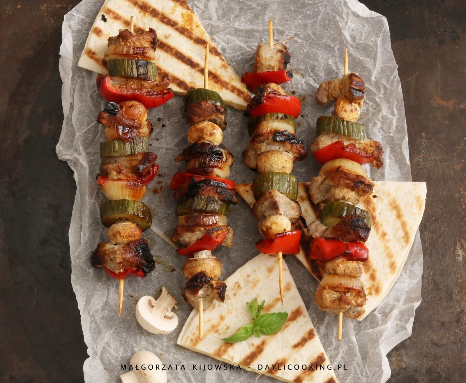 Szaszłyki z polędwiczki wieprzowej z pieczarkami, papryką i