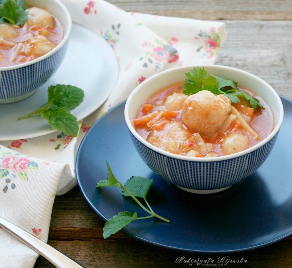 Zupa pomidorowa z dorszem - prosty przepis