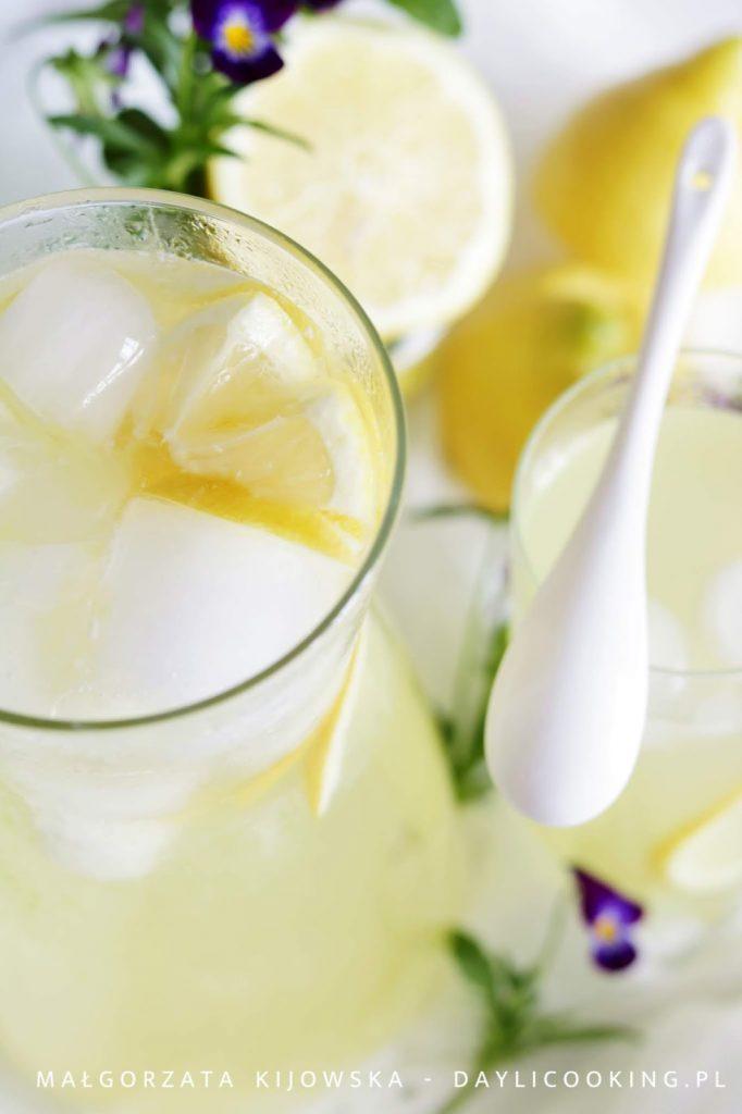 jak się robi domową lemoniadę, z czego zrobić lemoniadę, domowe napoje chłodzące, przepis na lemoniadę, daylicooking