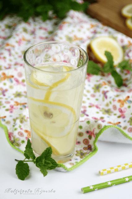 Jak zrobić klasyczną lemoniadę z cytryn