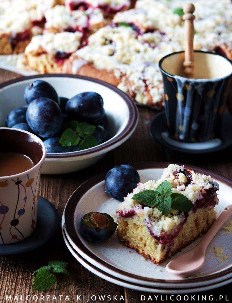 Przepis na ciasto maślankowe ze śliwkami bez miksera