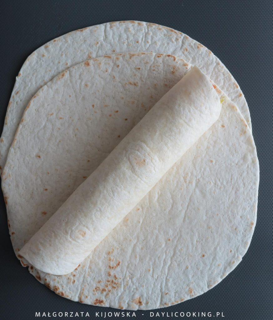 Zwijanie placków tortilli