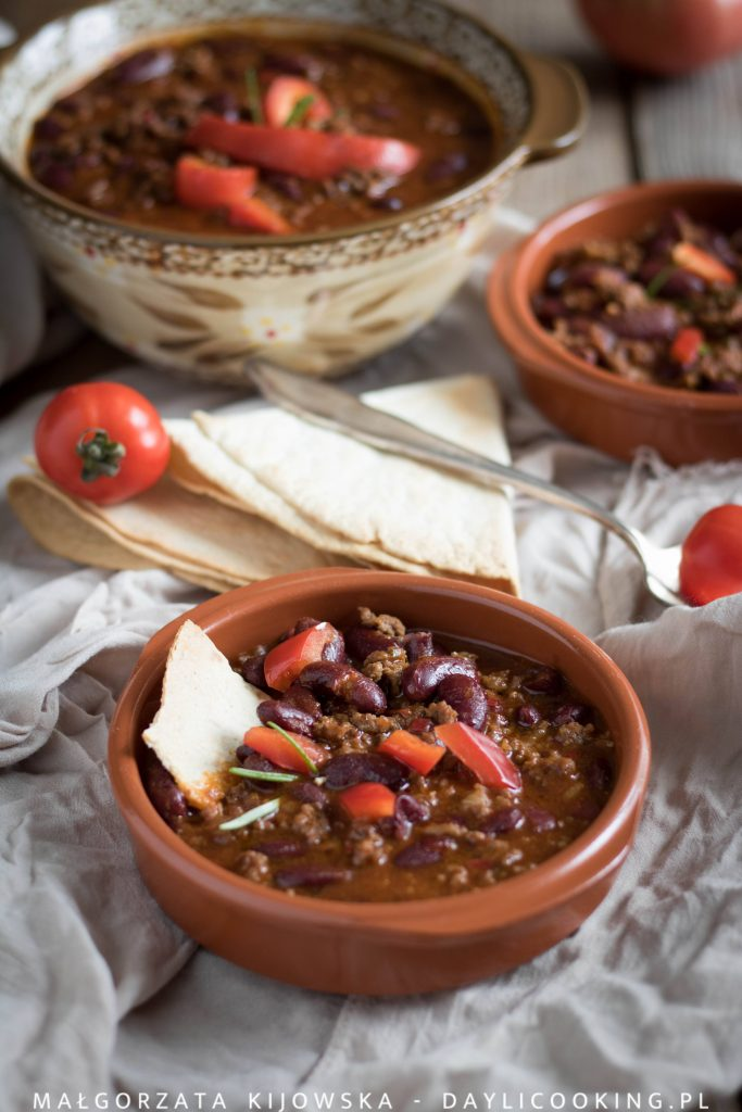 Przepis na wołowinę z czerwoną fasolą i świeżą papryką - rozgrzewające danie jednogarnkowe