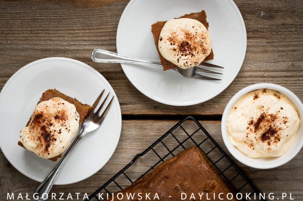 Przepis na ciasto dyniowe z gruszkami - jak zrobić ciasto z dyni