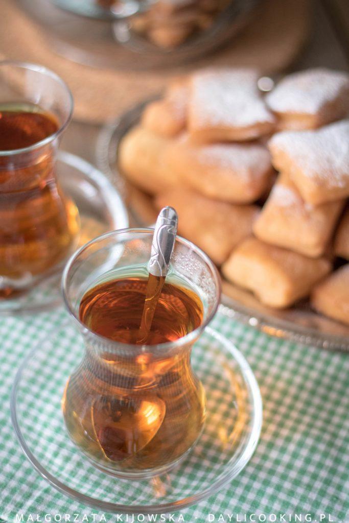 Pączki w syropie: przepis na tureckie jogurtowe pączki. Jak zrobić herbatę po turecku