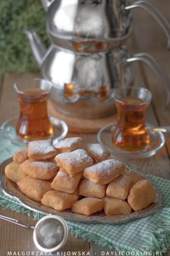 Przepis na tureckie mini pączki w syropie i na herbatę po turecku