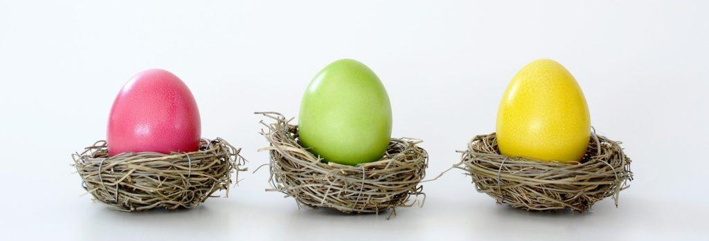 Czym farbować jajka wielkanocne - naturalne barwniki