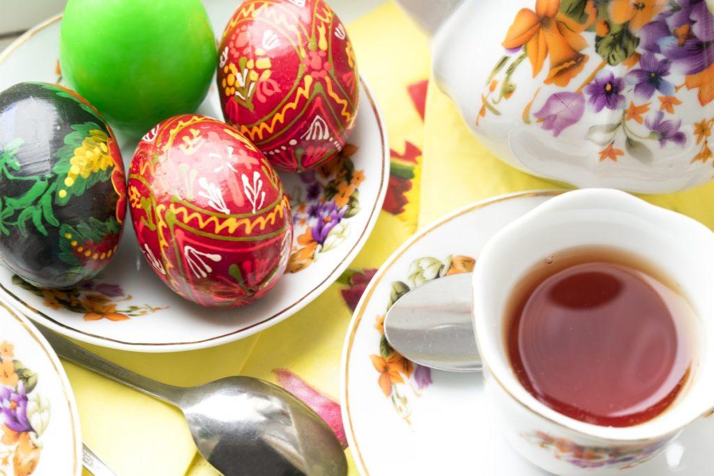Naturalne barwniki do jajek, czym malować jajka wielkanocne