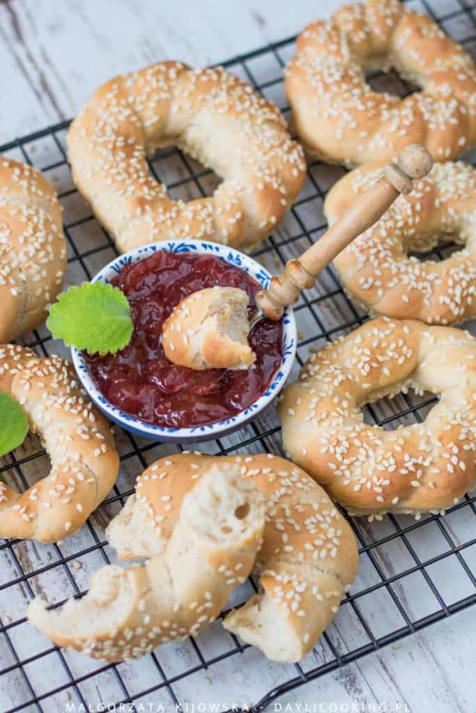Obwarzanki czy bajgle z mąki chlebowej - przepis